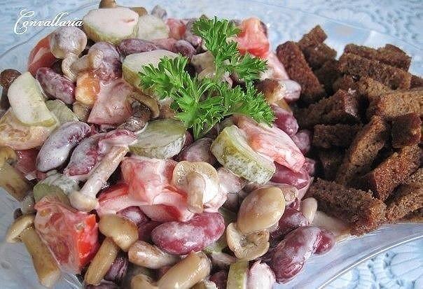Простой и вкусный салат с фасолью