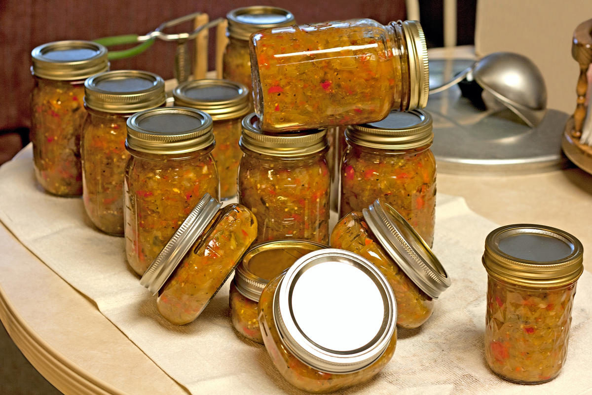 homemade-canned-green-tomato-salsa